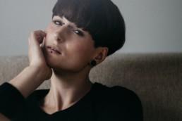 Fotosession mit Model Lisa in einem Münchner Lagerhaus