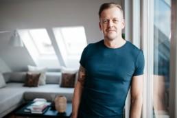 Business Fotos Porträt München für Heilpraktiker Guido Hoenig von Mingmen